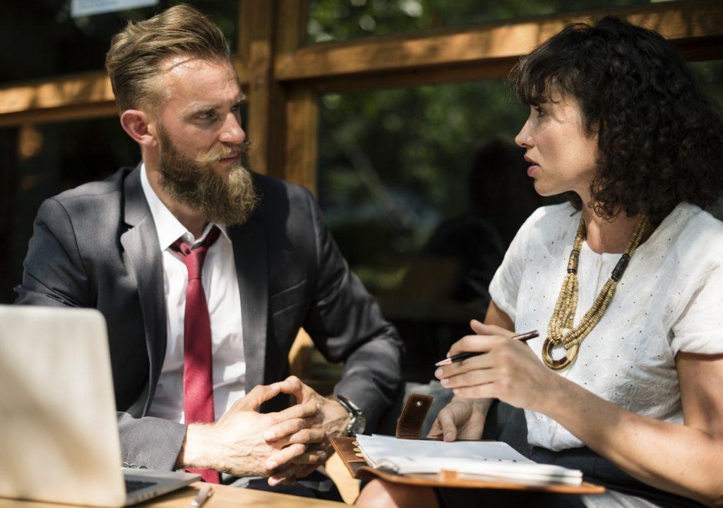 Tłumaczenie ustne - konsekutywne a symultaniczne